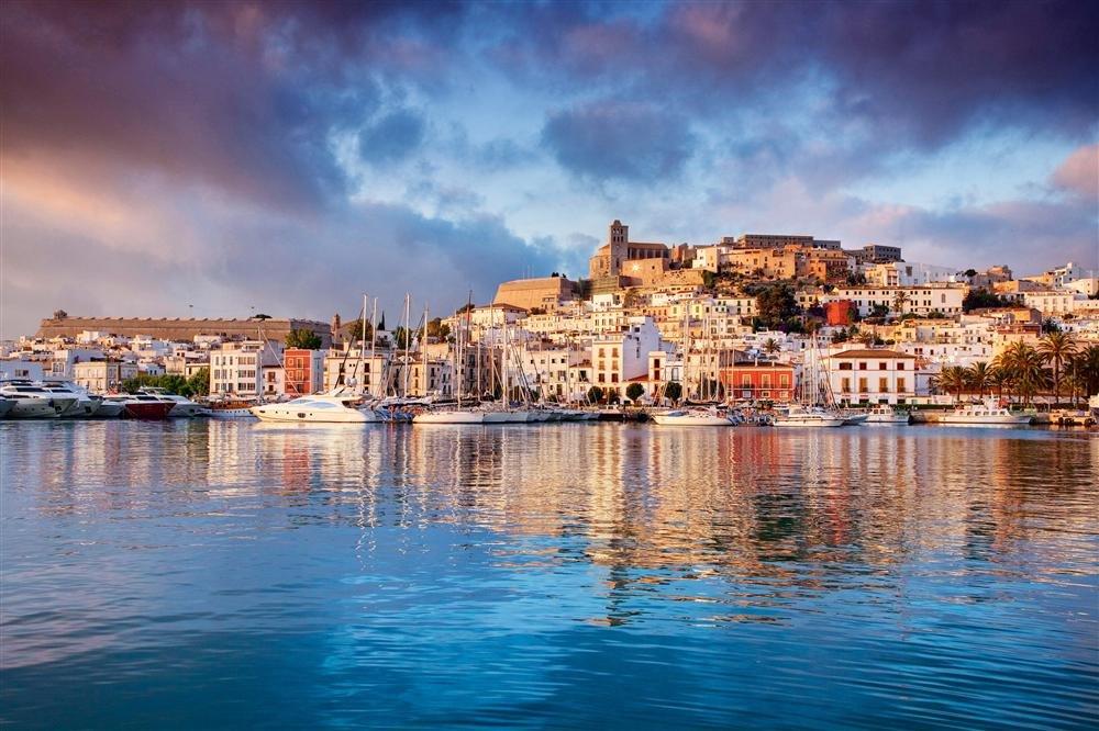 20424026. Ibiza, perla del Mediterráneo