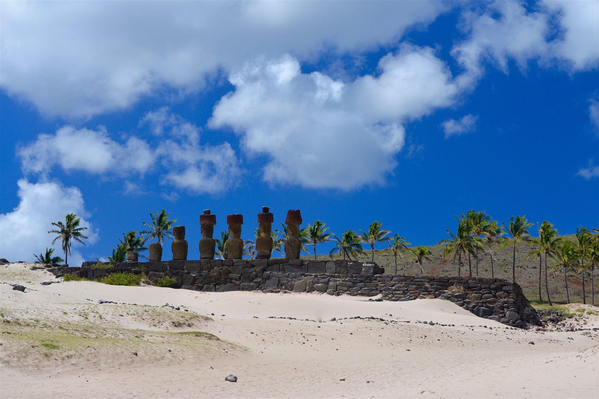 rapanui4. Los moáis de playa Anakena