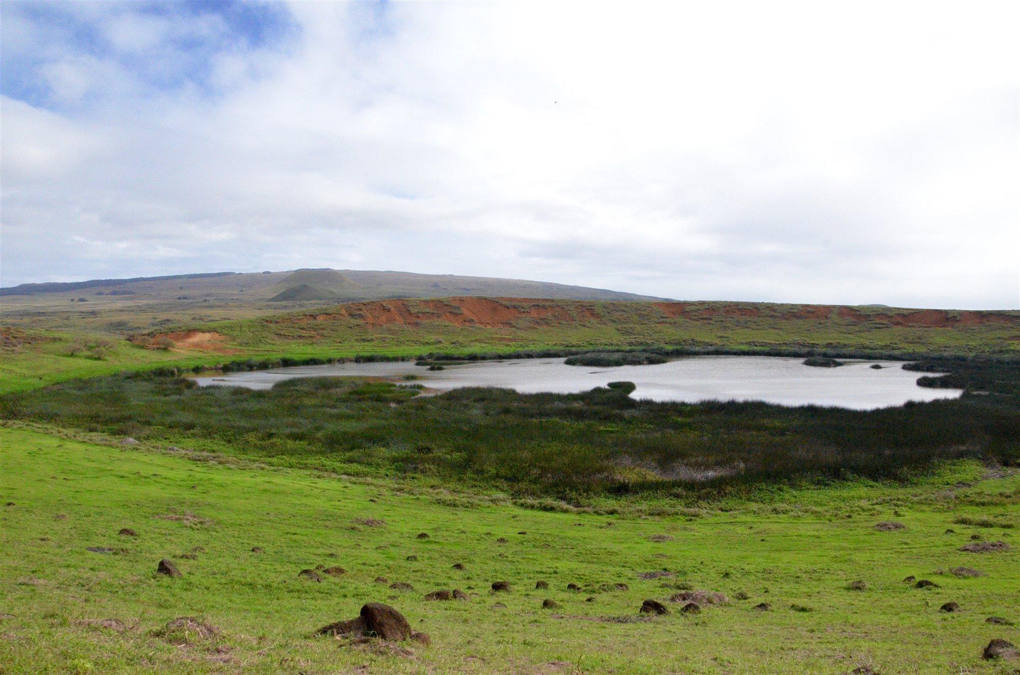 rapanui5. Lago situado en Rano Raraku
