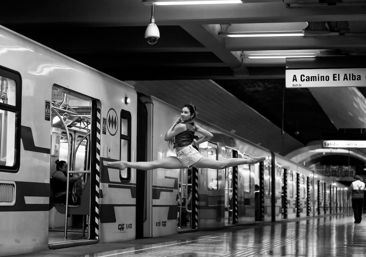 Dance in the subway of Santiago de Chile. Dance in the subway of Santiago de Chile / Baile en el metro de Santiago de Chile
