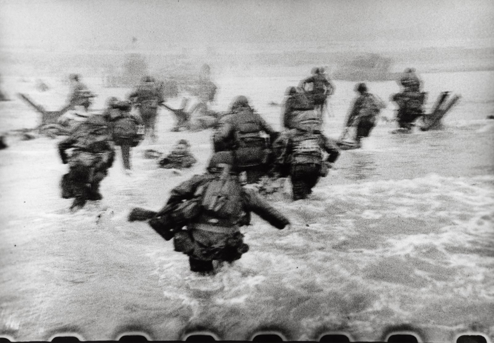 Robert Capa desembarco Normandia dia D 3. Primeras fotos del Desembarco de Normandía