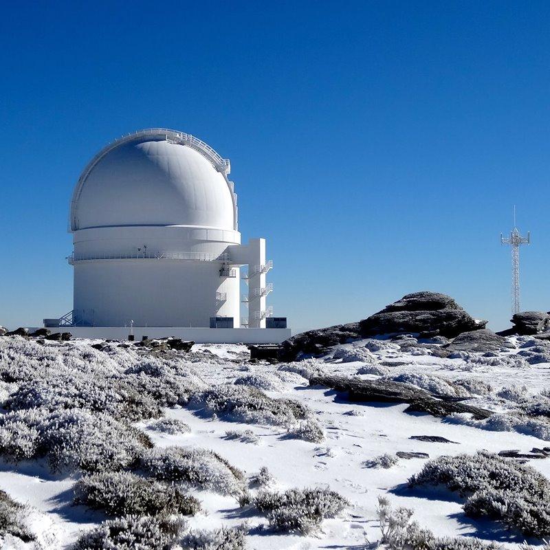 Detectado un exoplaneta que desafía los modelos de formación de los sistemas planetarios
