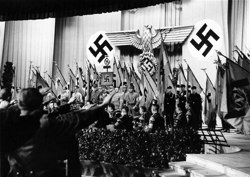 Noviembre de 1943: acto conmemorativo por los nazis asesinados durante el Golpe de estado de Hitler llevado a cabo en 1923.