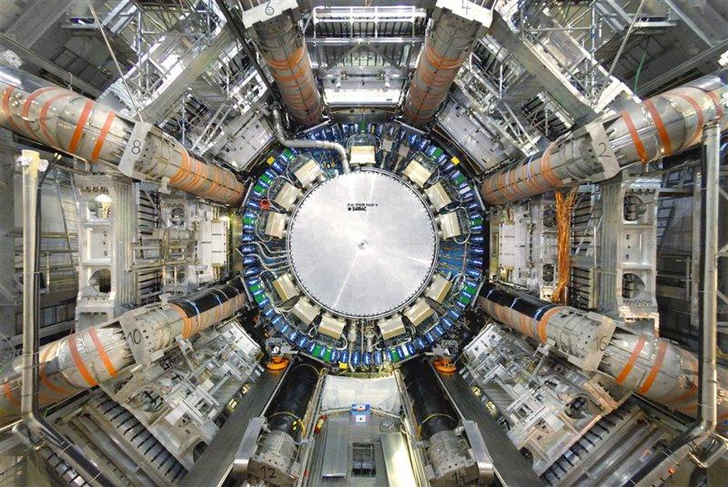 Los físicos del proyecto ATLAS evalúan las predicciones del Modelo Estándar, que resume nuestra comprensión actual de cuáles son los componentes básicos de la materia y cómo interactúan.