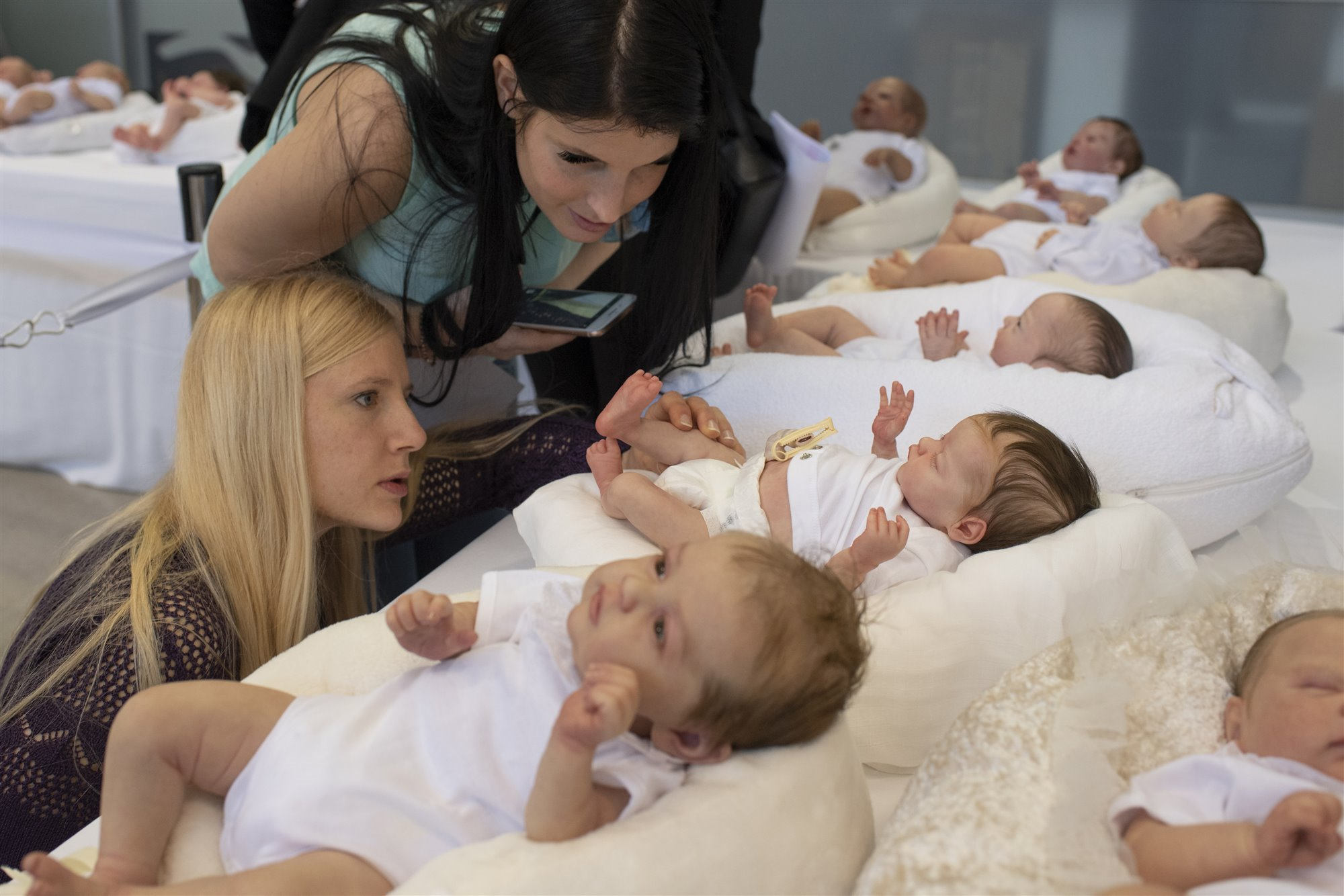 Judges are looking at reborn dolls during the Valencia doll shaw