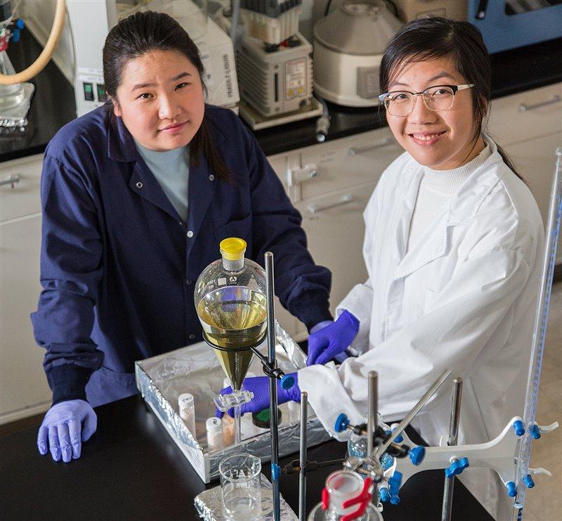 Miranda Wang y Jeanny Yao en la sede de su empresa BioCellection, en Silicon Valley.