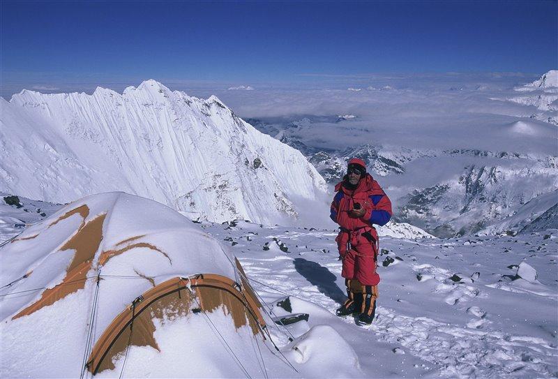 Carlos Soria en el C4 a unos 8.000 metros de altura.