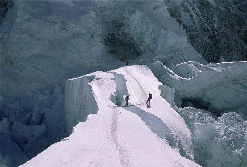 Carlos Soria en la cascada de hielo entre el C B y el C1.