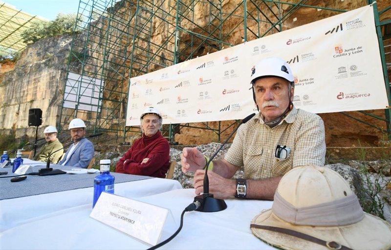 Eudald Carbonell en primer plano junto a Juan Luis Arsuaga durante la rueda de prensa celebrada a principios de julio.