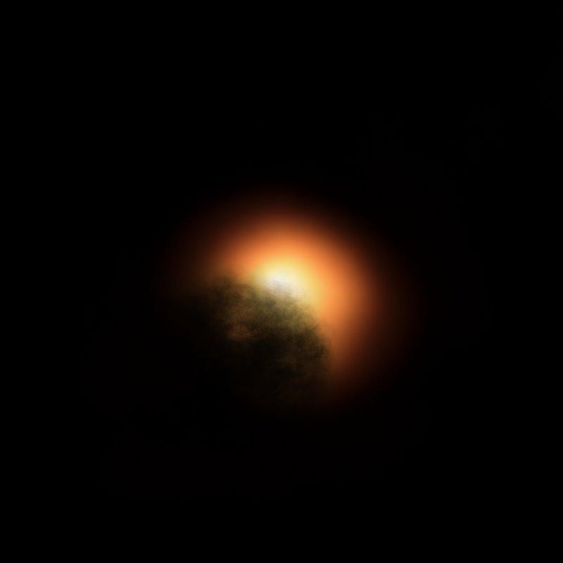Nube de polvo alrededor de Betelgeuse. Representación artística