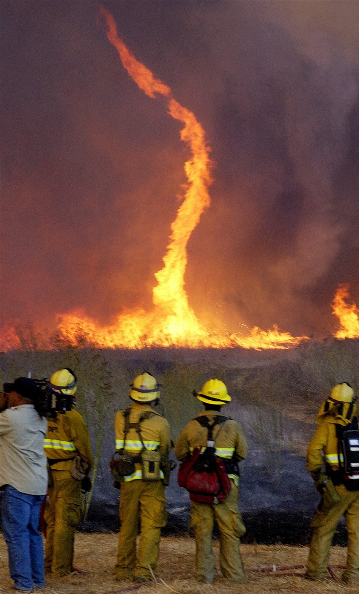 Incendios más virulentos y tornados de fuego
