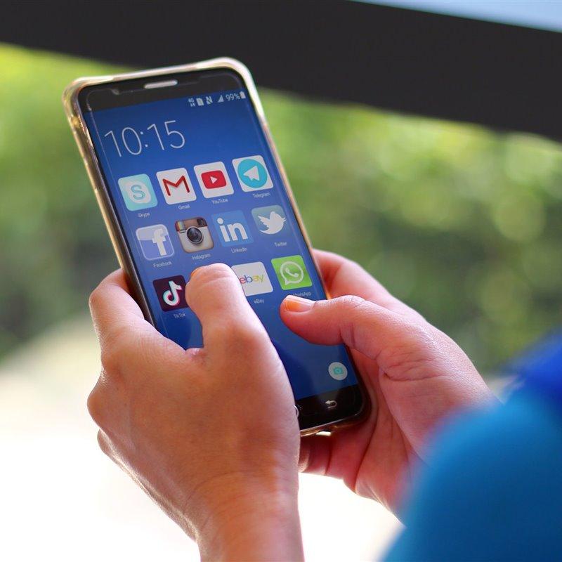 El uso continuado del móvil nos está cambiando el pulgar