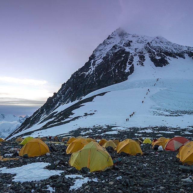 Varias tiendas montadas en el campo base IV del Everest.