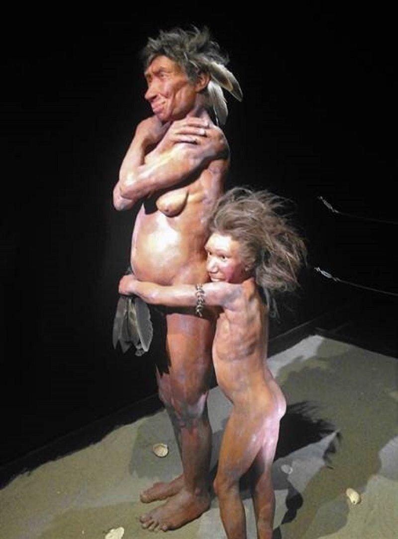 Neandertales con plumas de aves.